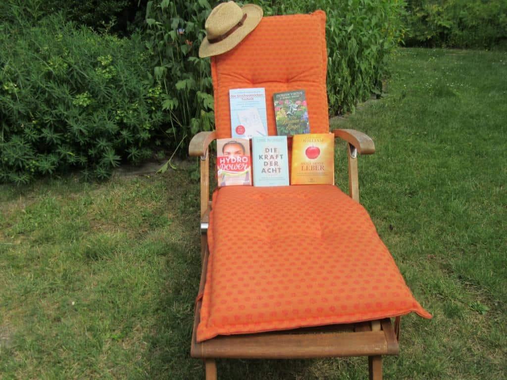 Sommerzeit - Lesezeit: Gartenliege mit meinen Lesetipps