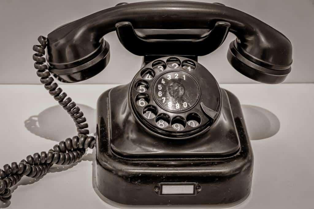 schwarzes Telefon mit Wählscheibe, Foto: Pixabay analogicus