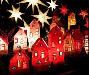 leuchtende Häuser auf dem Bremer Weihnachtsmarkt