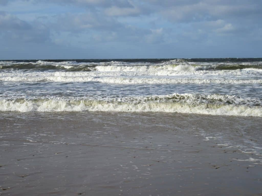 Strandimpressionen mit hohen Wellen Foto: Sabine Eggersglüß, Curandera Bomlitz